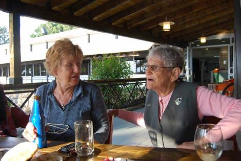 im Kibbuz Ein Gev: Chava Kopelman und Dita Segal, wieder gefundene Freundinnen aus der Wiener Kindheit