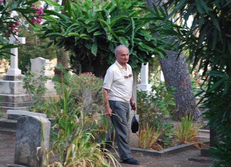 Catriel Fuchs im Templer-Friedhof von Haifa