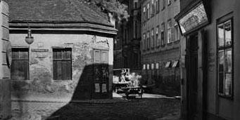 """Herklotzgasse 17, Ecke Fünfhausgasse, Geschäft der Wurst- und Selchwarenerzeugung """"Tauria"""" (1928)"""